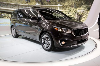 2015-kia-sedona-sxl-front-three-quarter